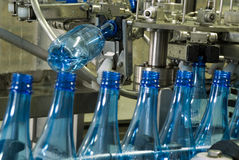 machine-de-production-de-bouteille-d-eau-20778844